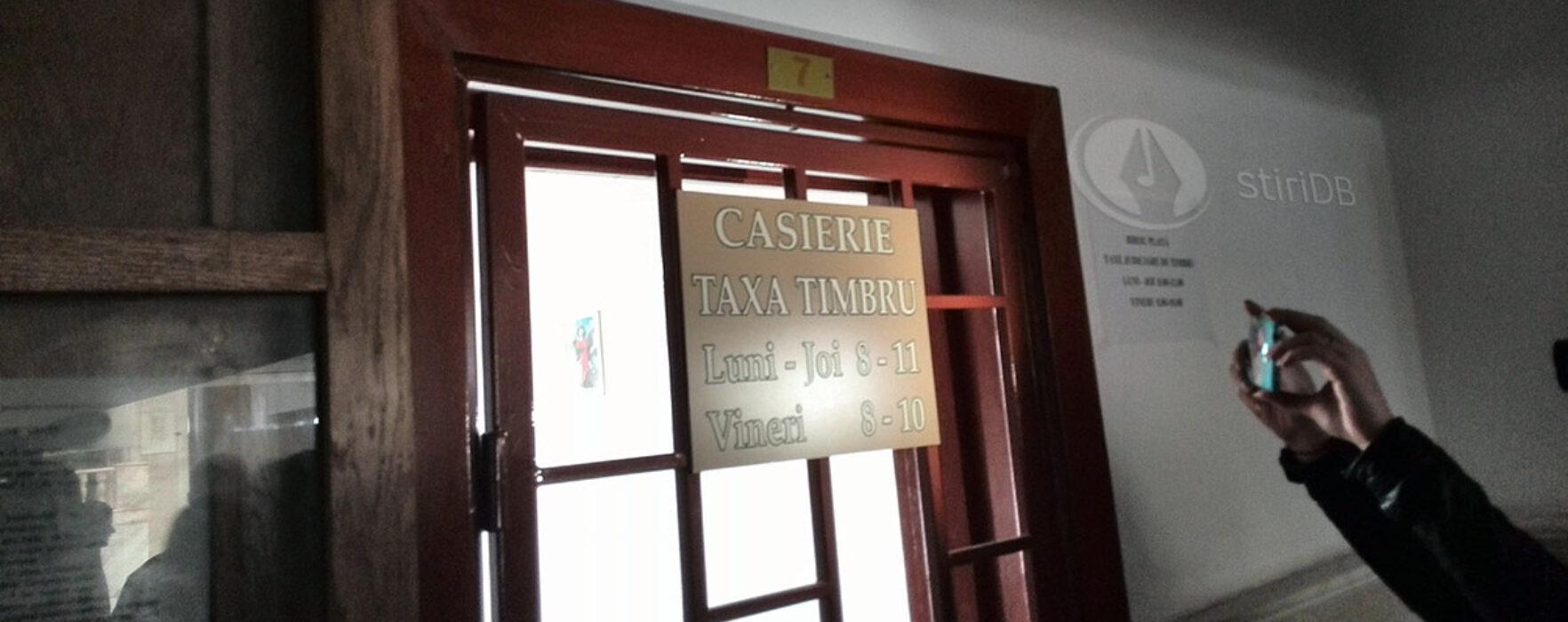 Birou pentru plata taxelor de timbru, în incinta Tribunalului Dâmboviţa
