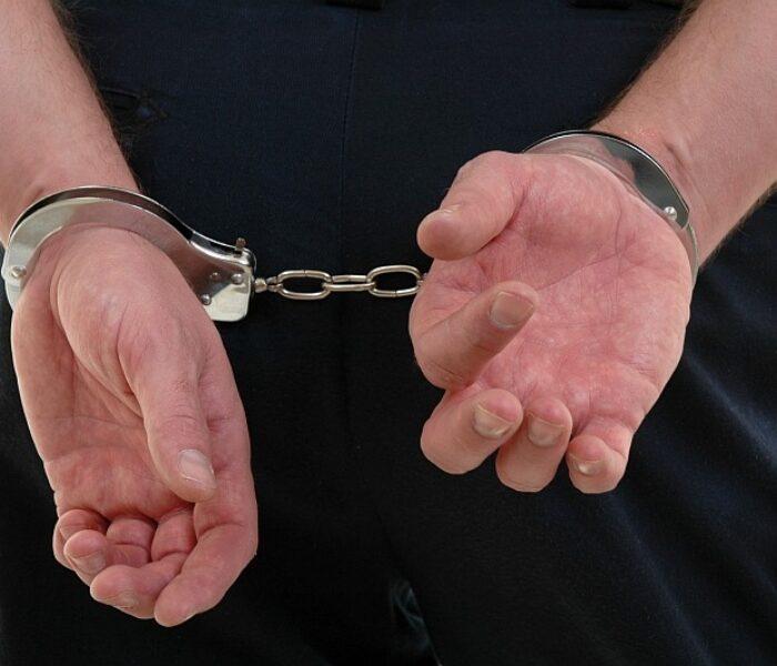 Doi bărbaţi, arestaţi după ce au tâlhărit şi ucis un bătrân de 78 de ani din Găeşti
