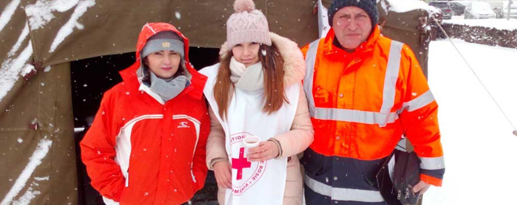Târgovişte: Voluntari de la Crucea Roşie distribuie ceai cald