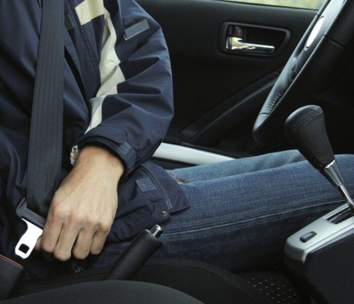 Aproximativ 600 de şoferi şi pasageri, amendaţi din cauză că nu au purtat centura de siguranţă