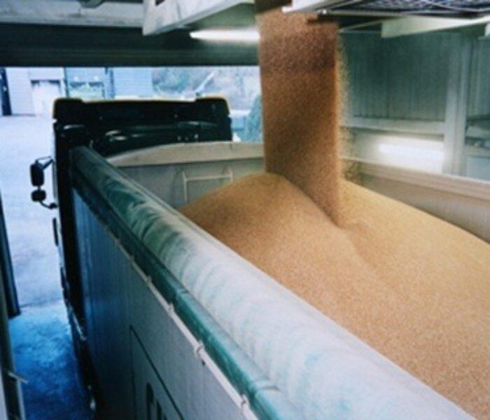 Peste cinci tone de cereale, confiscate de poliţişti în Dâmboviţa