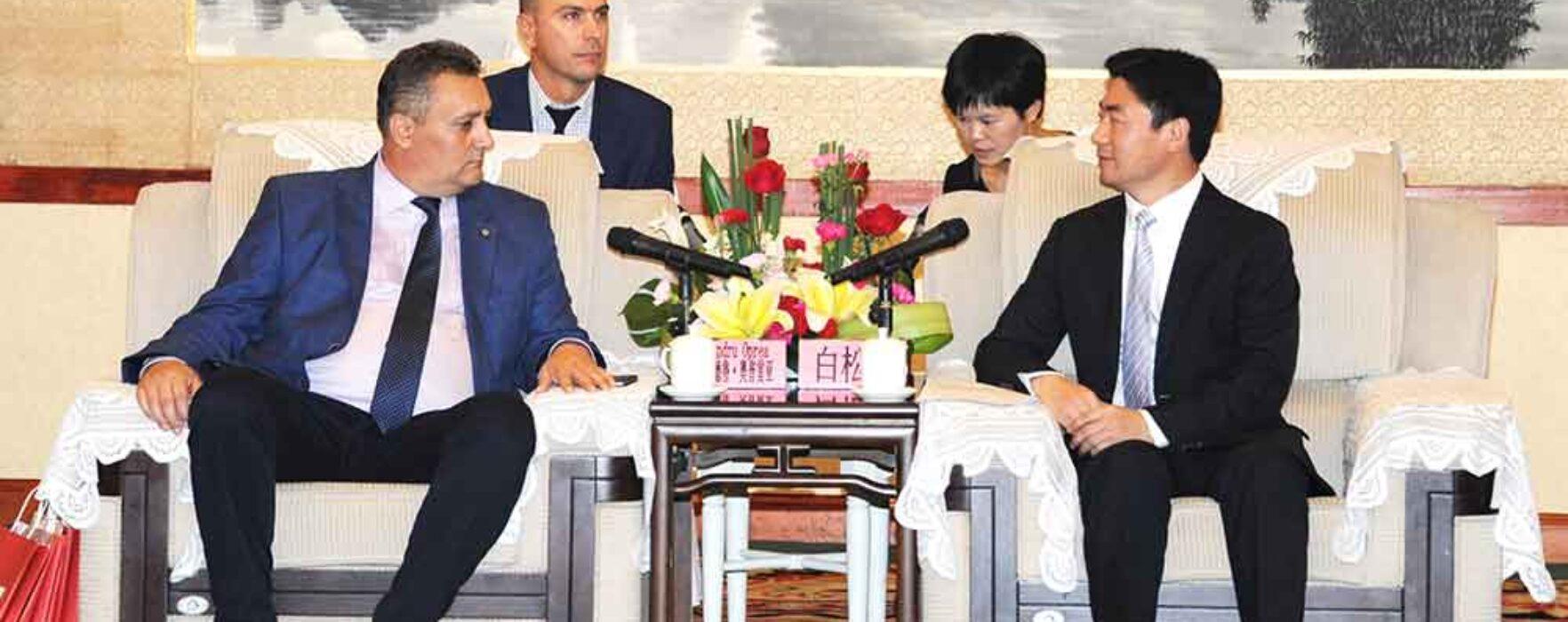 Dâmboviţa: Chinezii, interesaţi de investiţii în zona Padina-Peştera şi de colaborare cu Universitatea Valahia