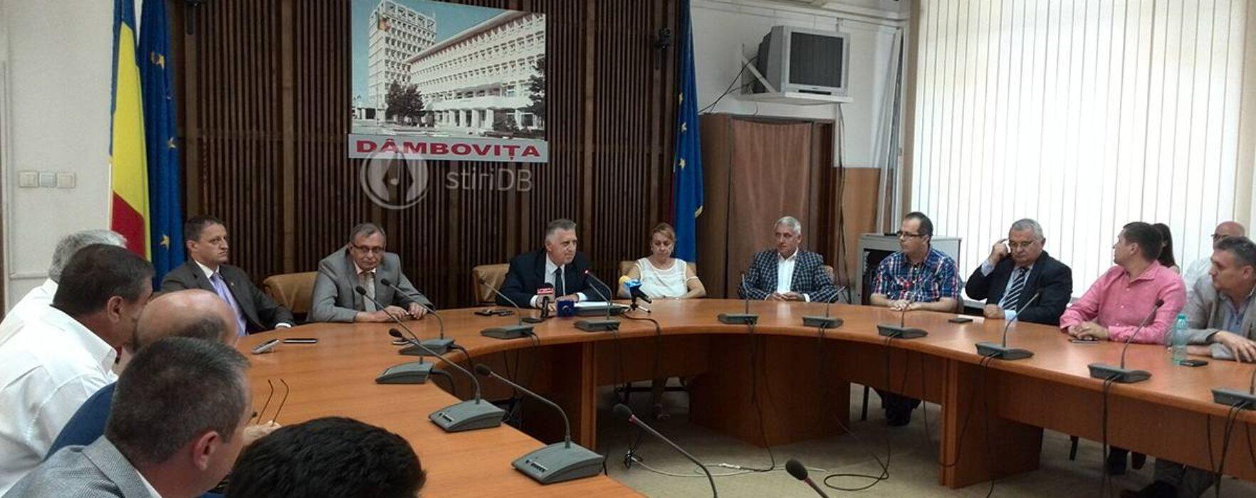 Dâmboviţa: Consilierii judeţeni nou aleşi au primit certificate doveditoare