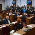Dâmboviţa: Foştii preşedinţi de consiliu şi prefecţi din judeţ au primit plachete aniversare de Centenar