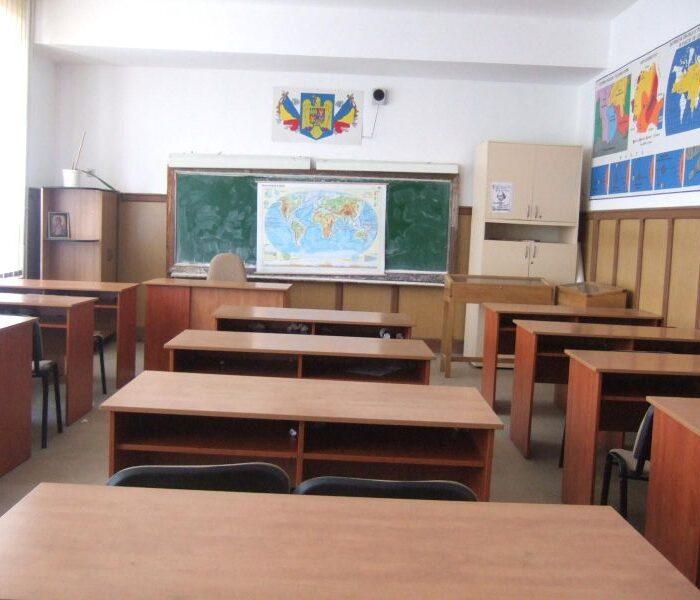 Toate şcolile din Dâmboviţa vor fi închise miercuri
