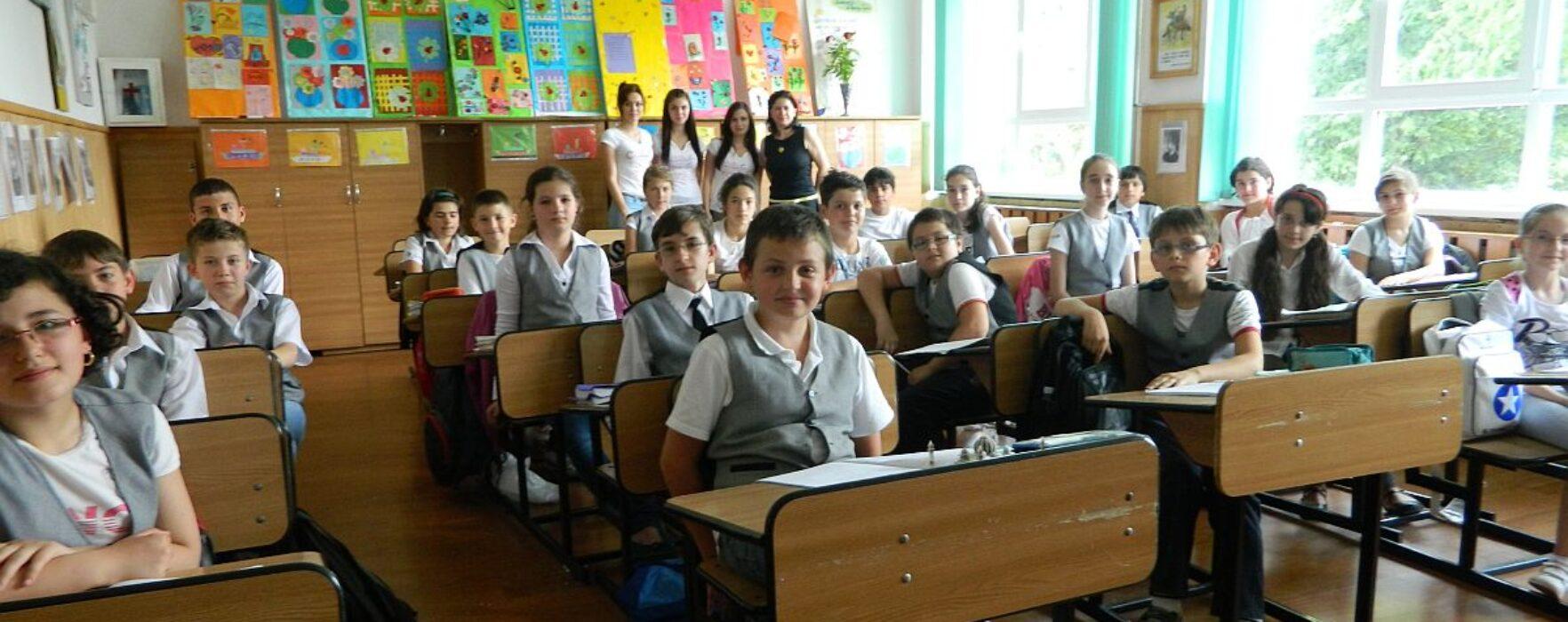 Dâmboviţa: De joi se reiau cursurile în toate şcolile din judeţ