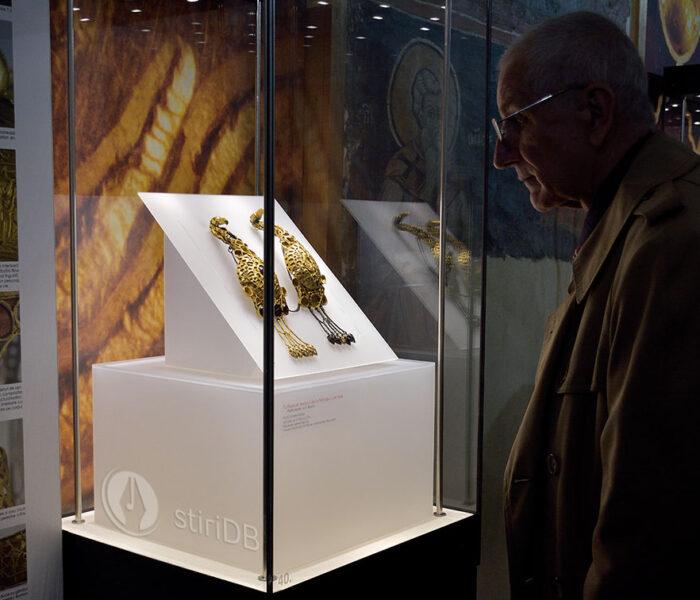 Cloşca cu puii de aur şi brăţările dacice – evenimentul expoziţional al anului de la Muzeul de Istorie Târgovişte