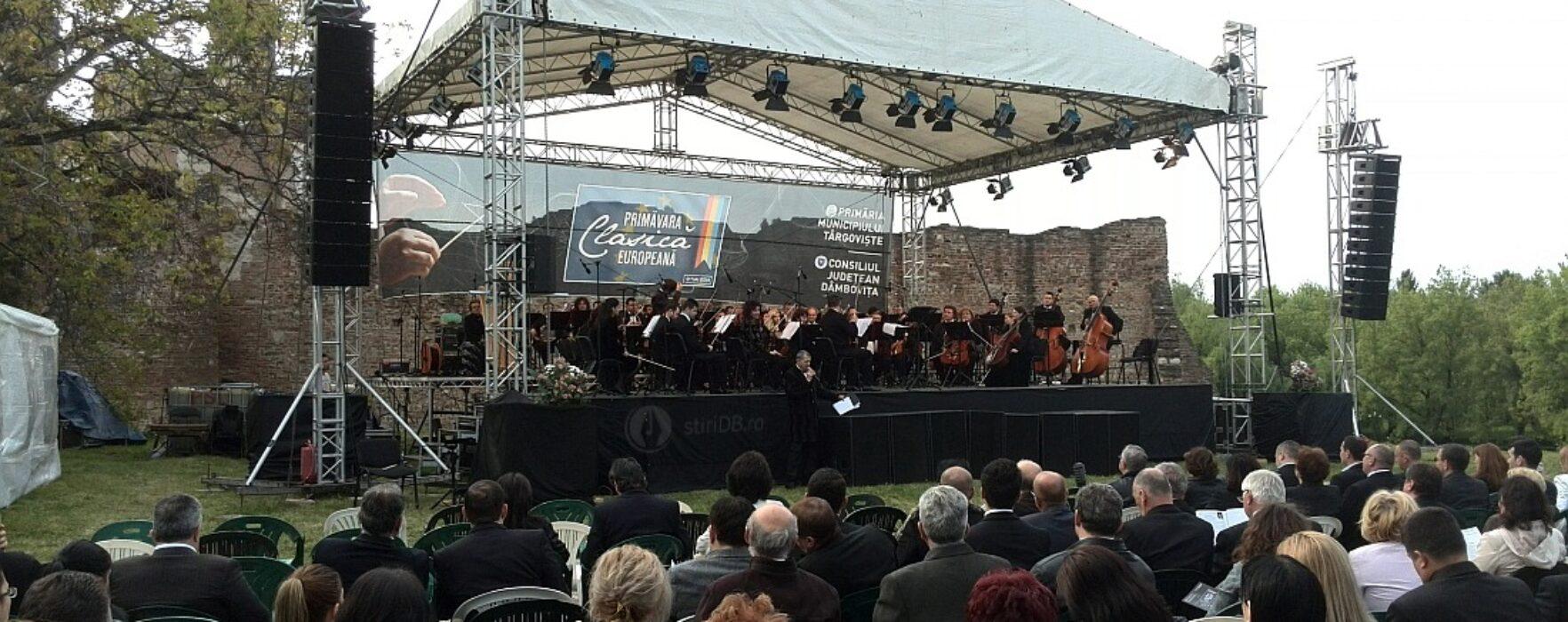 Câteva sute de persoane au participat la concertul de muzică clasică de la Curtea Domnească Târgovişte (video)