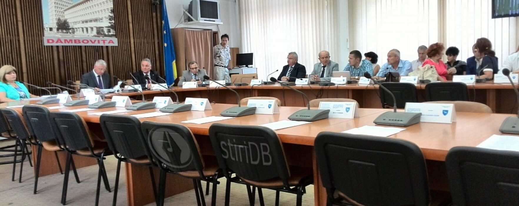 Consilierii PDL şi PNL nu s-au prezentat la şedinţa CJ Dâmboviţa; Ţuţuianu: merg până la dizolvarea consiliului