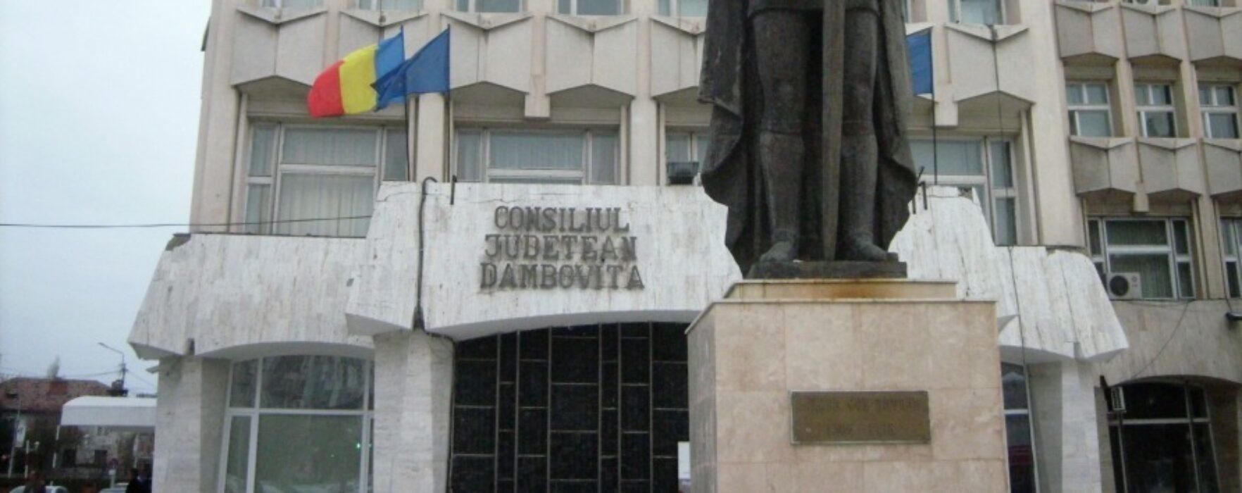 Şedinţa CJ Dâmboviţa a început cu un moment de reculegere în memoria victimelor accidentului aviatic din Apuseni