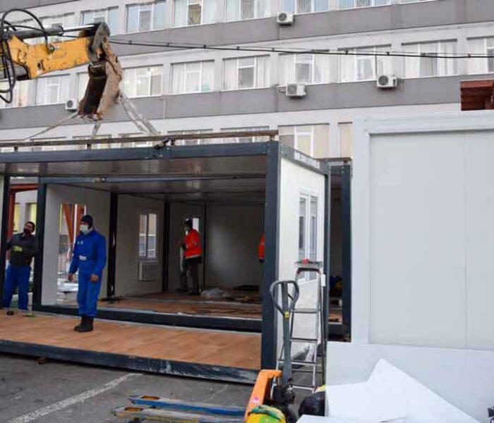 Trei containere vor fi montate în curtea Spitalului Judeţean Târgovişte în locul corturilor de triaj