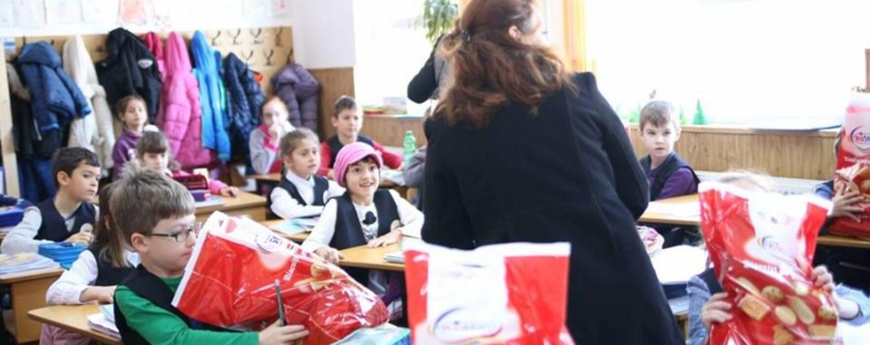 Cadouri de Moş Nicolae pentru elevii din Titu