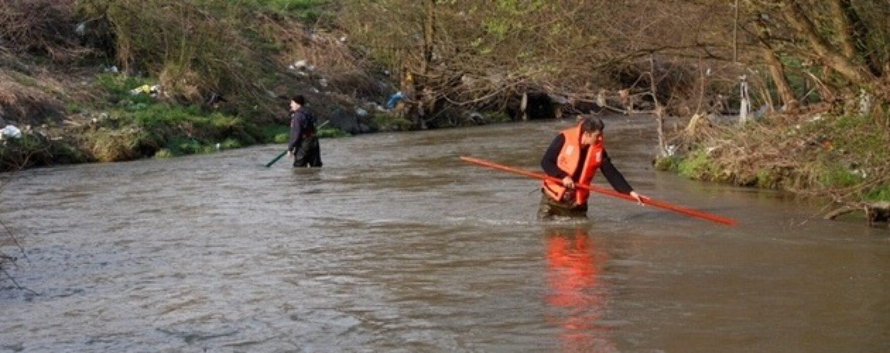 Corpul fetiţei înecată în râul Ialomiţa la Pucioasa, găsit după două zile