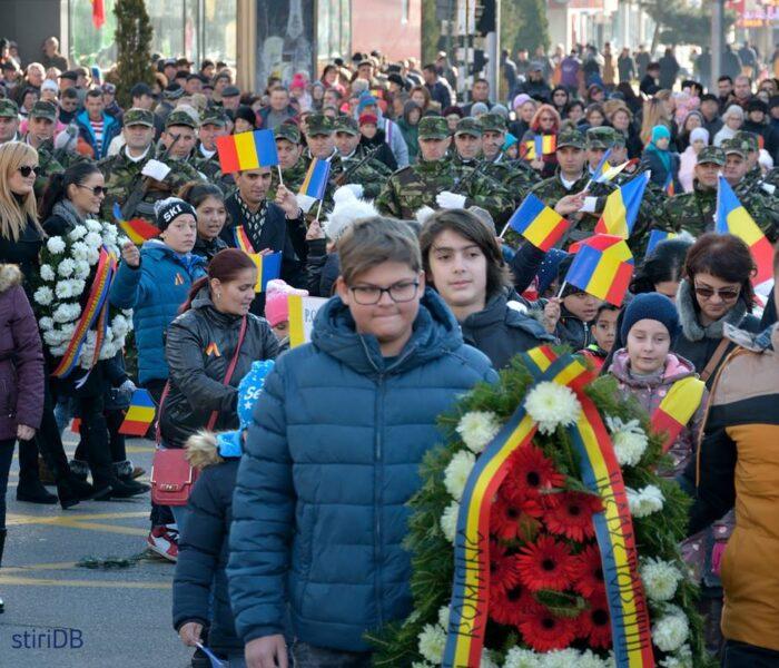 Târgovişte: Prezenţă numeroasă la manifestările dedicate Zilei Naţionale