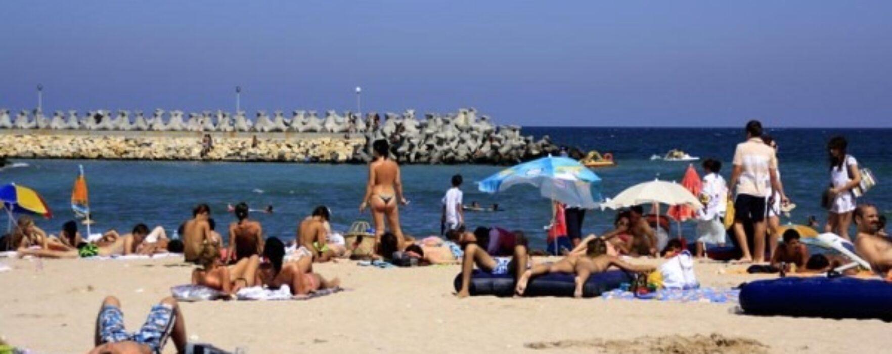 Tânăr din Dâmboviţa infectat cu COVID-19, în vacanţă la mare. Zeci de tineri au intrat în carantină