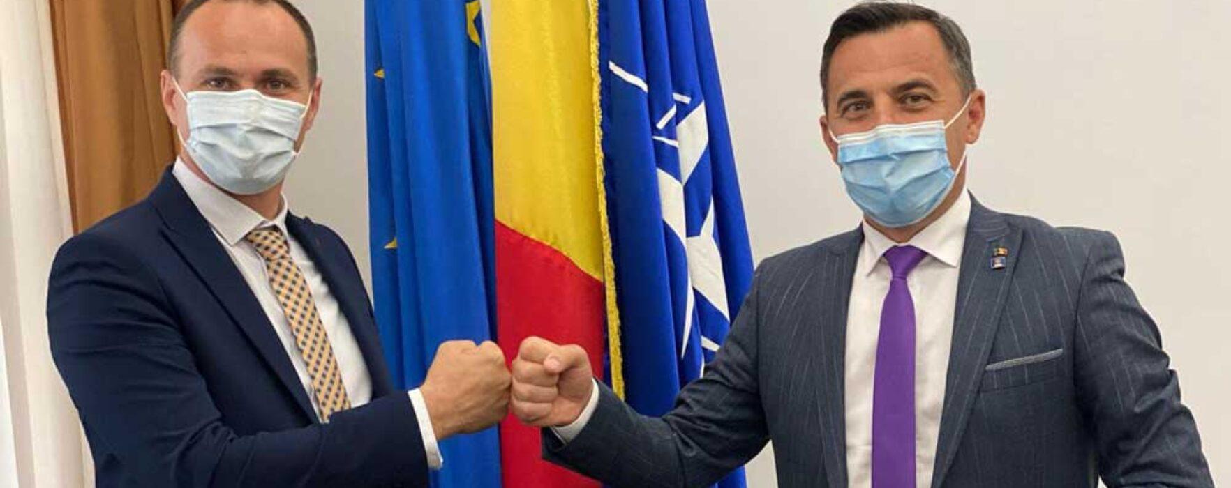 """Cotinescu (PNL) ironizat de târgovişteni după ce s-a lăudat că a vorbit cu ministrul """"Grindă"""" despre noul stadion"""