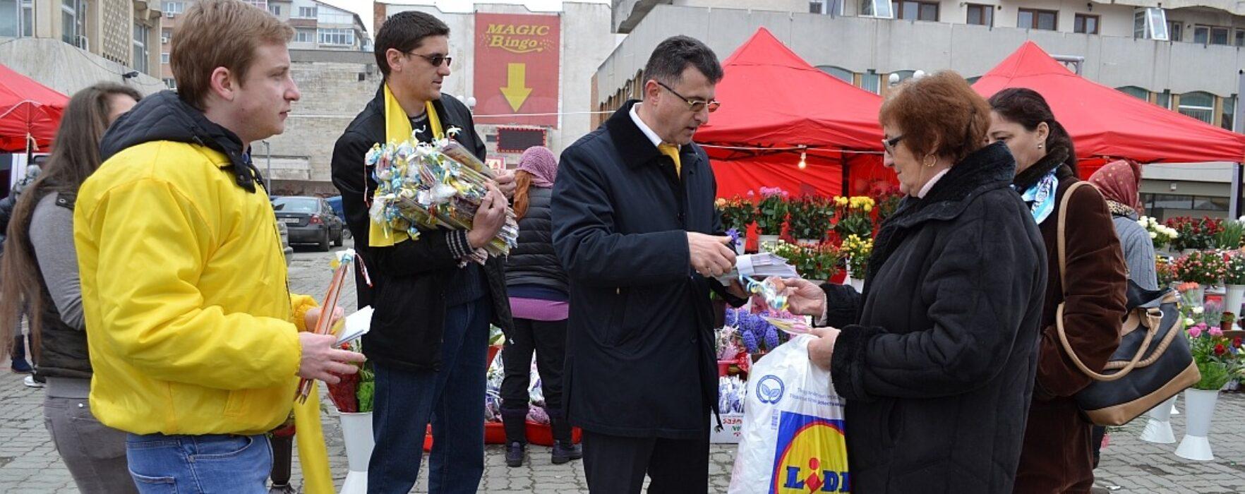 Reprezentanții PNL Târgovişte au oferit mărţişoare