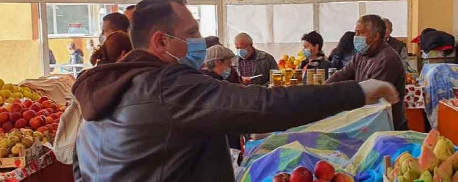 Târgovişte: Comercianţii din Piaţa 1 Mai, mutaţi în afara pieţei, în urma deciziei guvernului de a închide pieţele