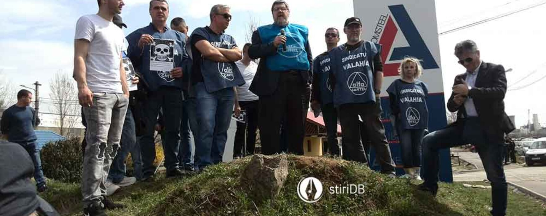 Târgovişte: Circa 200 de salariaţi ai Aso Cromsteel au protestat în faţa societăţii