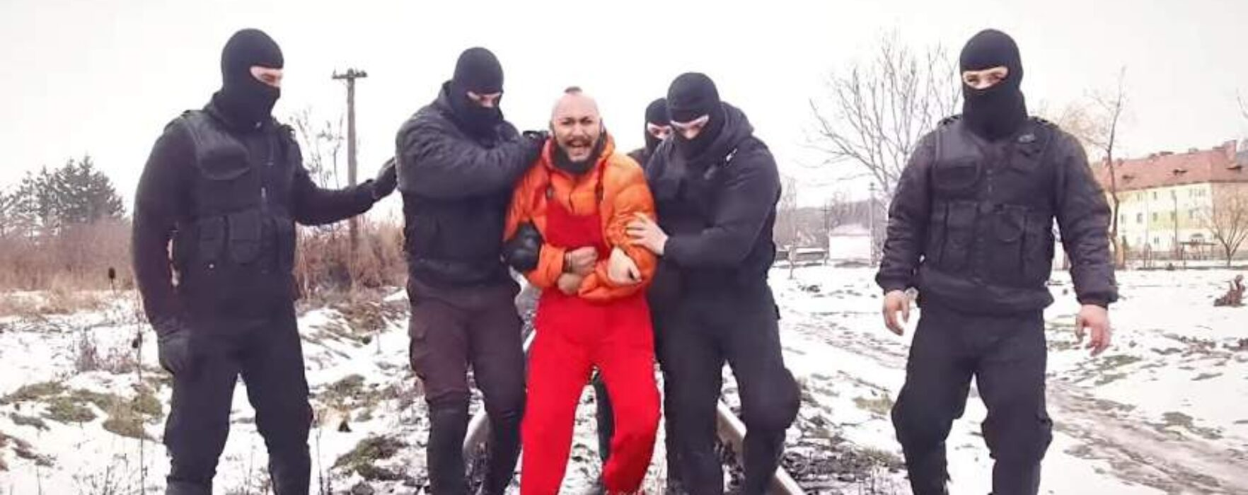 Anchetă la Jandarmeria Dâmboviţa, după ce mai mulţi mascaţi apar în videoclipul manelistului Dani Mocanu (video)