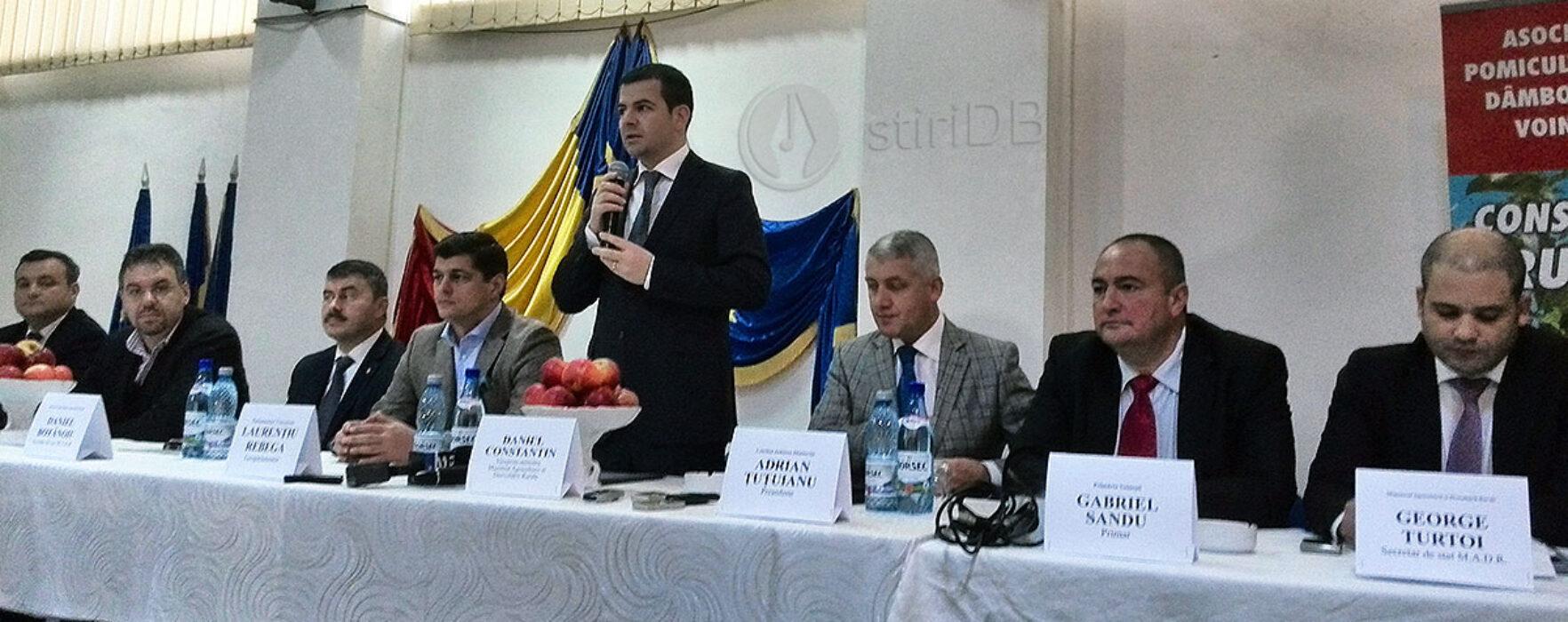Ministrul Agriculturii, întâlnire cu agricultori din Voineşti şi Titu