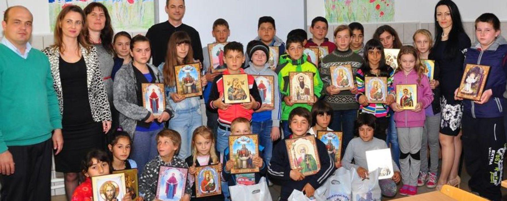 """Arhiepiscopia Târgovişte: Daruri pentru copii ai Şcolii """"Pictor Nicolae Grigorescu"""" din Titu"""