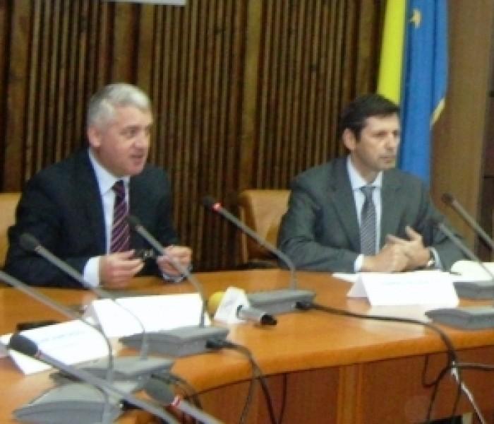 Dezbatere pe tema dezvoltării investiţiilor în judeţ, la sediul CJ Dâmboviţa