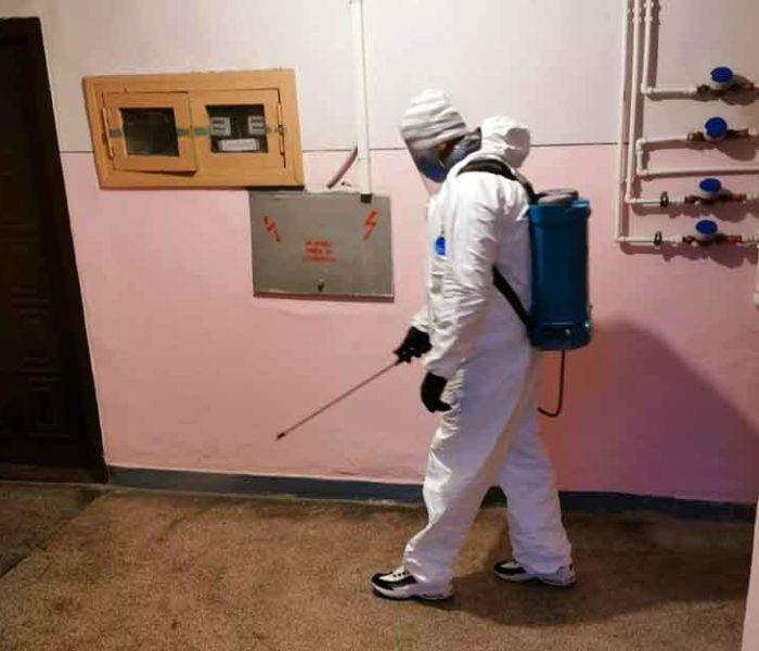 Primăria Târgovişte: Se reia acţiunea de dezinfectare a scărilor de bloc din municipiu