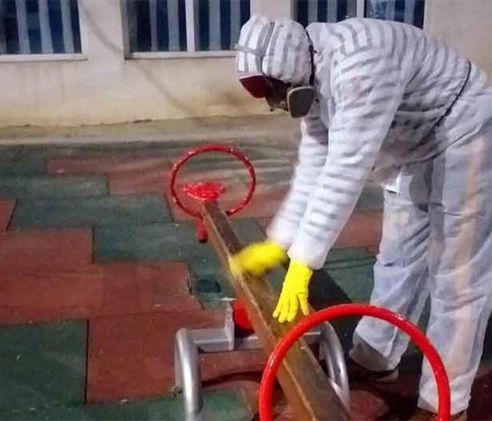 #Covid-19 Târgovişte: Locurile de joacă, pieţele, locurile intens circulate sunt dezinfectate