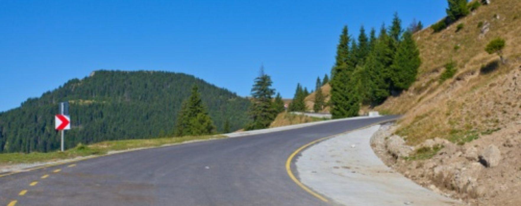 Drumul din DN 71 spre Cabana Cuibul Dorului-Şaua Dichiului, închis circulaţiei