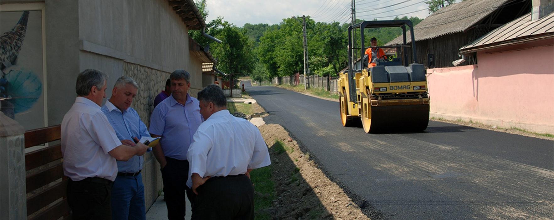 Brăneşti: Asfaltare drumuri locale prin asociere consiliul local-consiliul judeţean