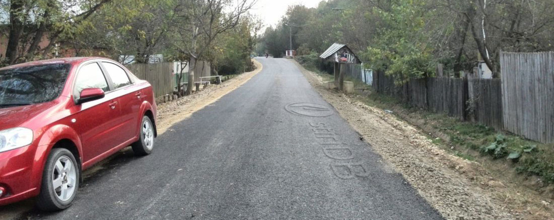 Drumuri din Valea Mare asfaltate prin asociere consiliul local-consiliul judeţean
