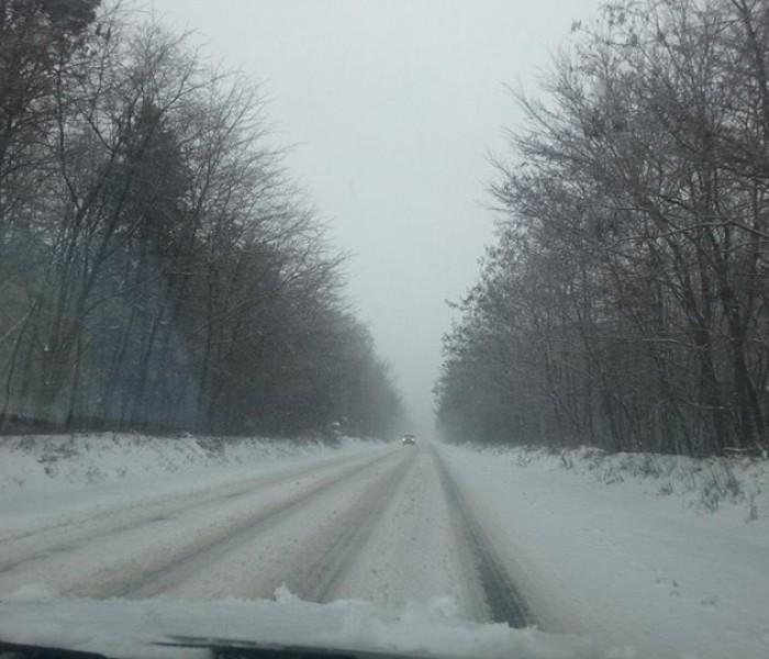 Un drum judeţean din Dâmboviţa mai este închis, altul comunal blocat