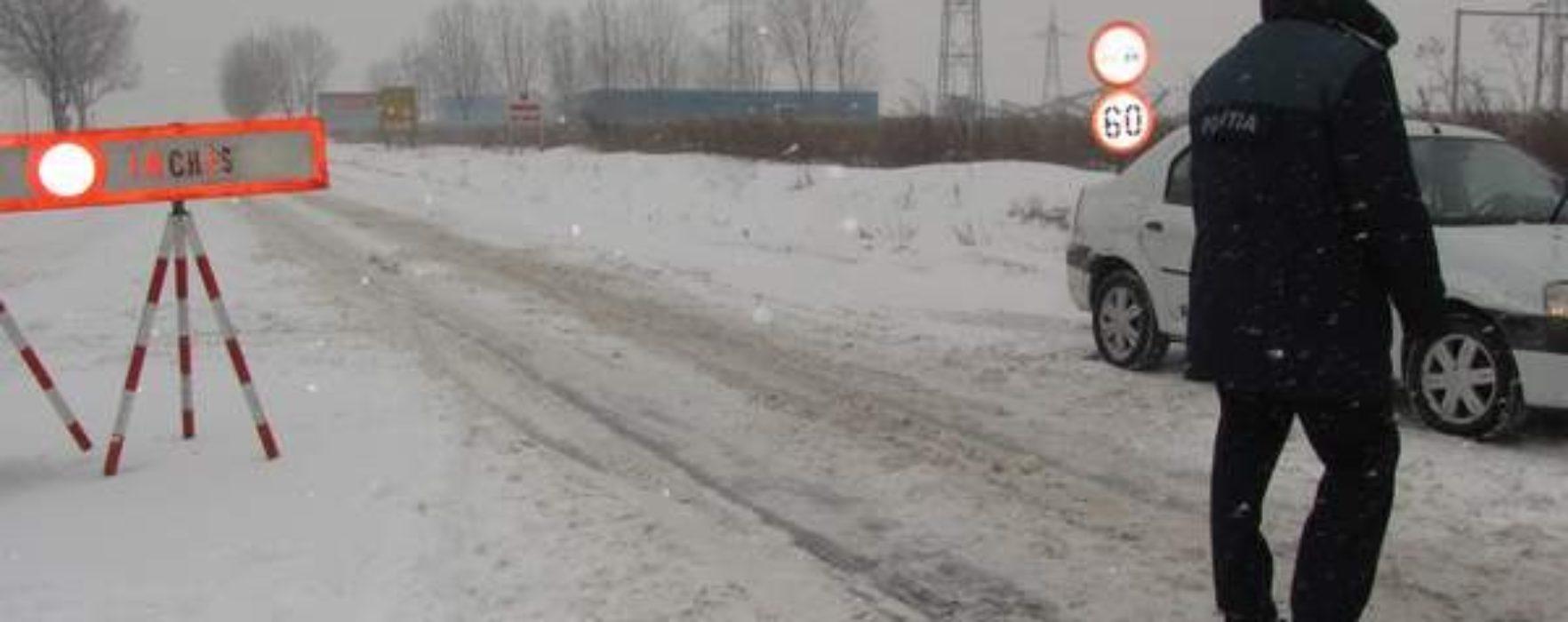 Dâmboviţa: Două drumuri închise, DN 71 şi DJ 711D, şi patru ambulanţe blocate