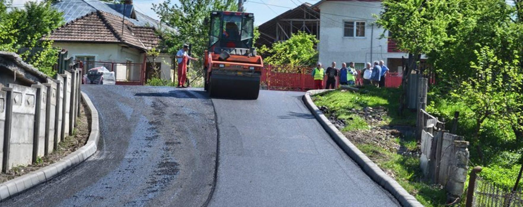 Pucioasa: Lucrări de asfaltare pe mai multe străzi din localitate