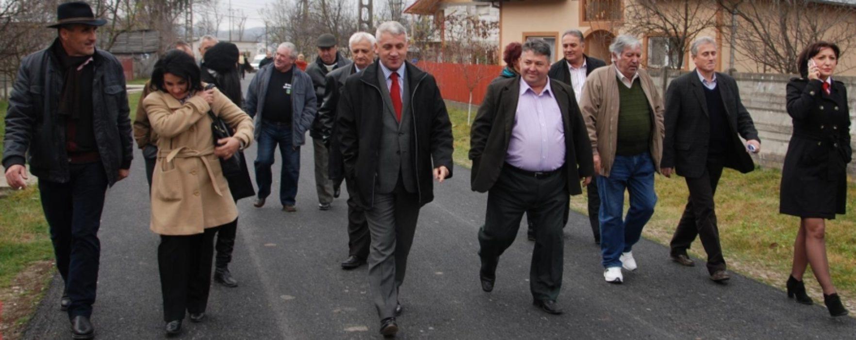 Drumuri comunale în Răzvad şi Brăneşti, asfaltate în parteneriat cu CJ Dâmboviţa