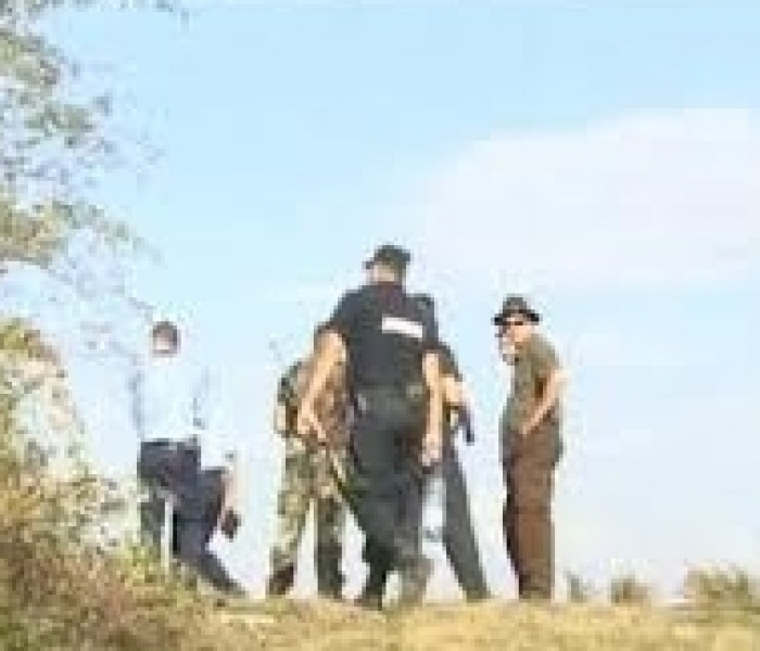 Echipe din poliţişti şi vânători, formate pentru alungarea ursului din zona satului Vârfuri
