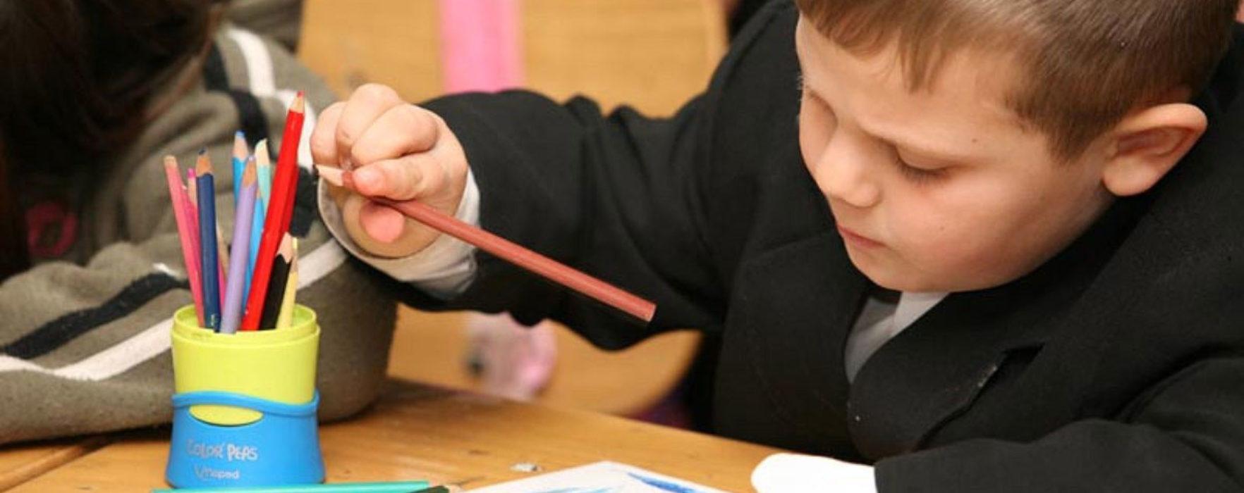 Remus Pricopie, la Târgovişte, despre temele multe date elevilor