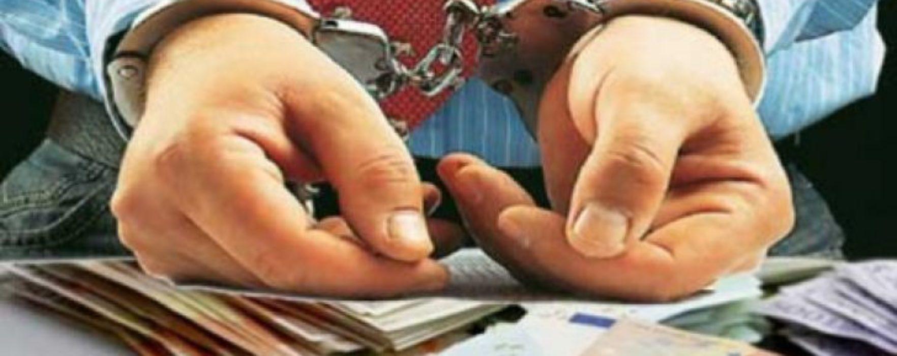 Poliţia Dâmboviţa: Reţinuţi pentru emiterea de sute de facturi privind operaţiuni nereale