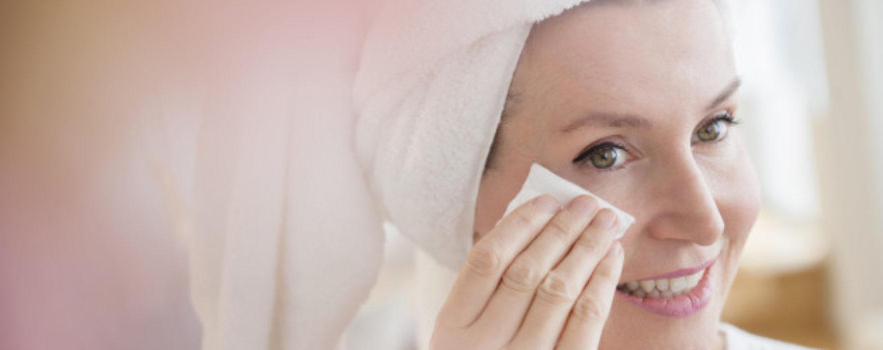 3 sfaturi PREȚIOASE de îngrijire a pielii pentru doamnele de peste 40 de ani