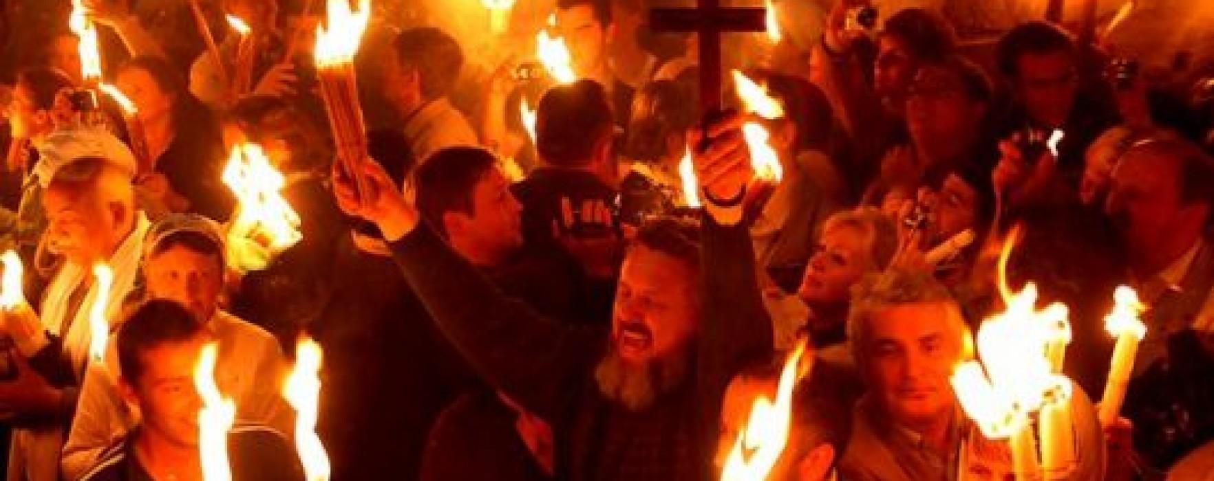 Istoria focului haric, care apare la Ierusalim. Profeţia apocaliptică din spatele luminii sfinte