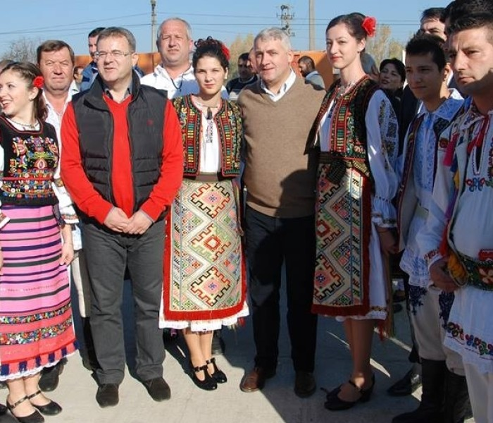 Târg anual de produse tradiţionale deschis şi un drum comunal asfaltat – la Lunguleţu