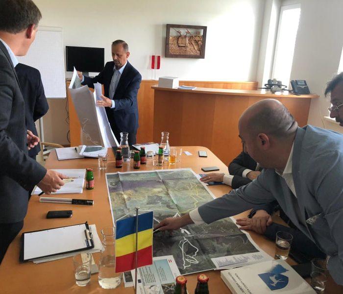 Preşedintele CJ Dâmboviţa, despre prezenţa unui fost deputat la o întâlnire oficială: Era să îl lăsăm singur la hotel?