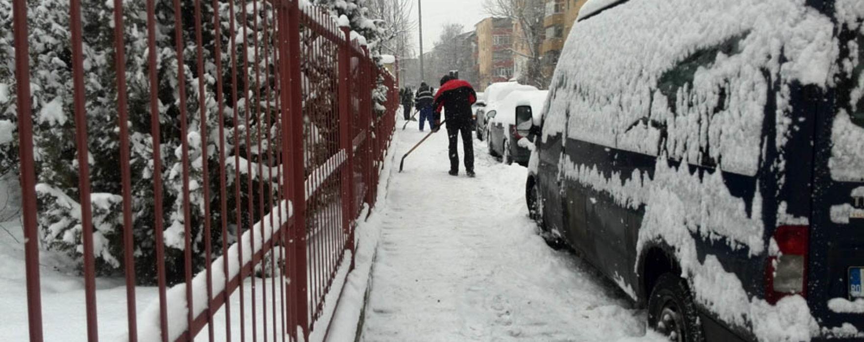 Primarul Târgoviştei, nemulţumit că majoritatea asistaţilor social au luat adeverinţe medicale pentru a nu veni la deszăpezit