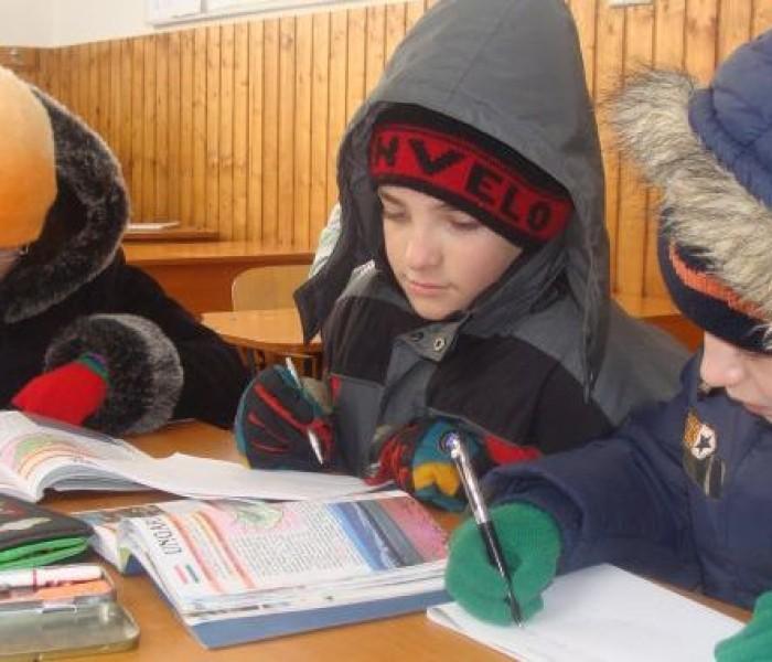Informare despre situaţia şcolilor fără căldură din Târgovişte, trimisă ministrului Educaţiei