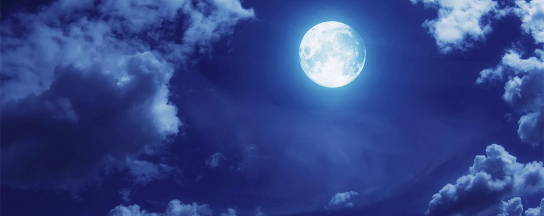 """Superstițiile care însoțesc Luna """"albastră"""", vizibilă vineri"""