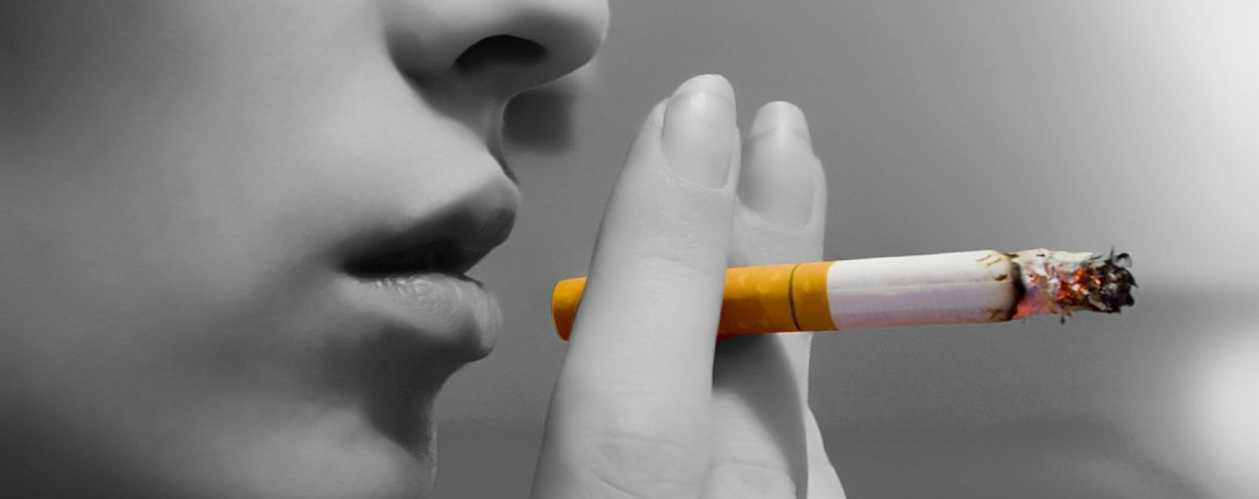Târgovişte: Poliţiştii locali au început să dea amenzi celor care fumează în spaţii publice
