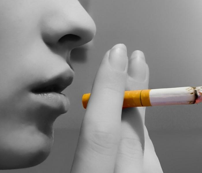 Târgovişte: Zeci de amenzi date de poliţiştii locali pentru fumatul în instituţii publice