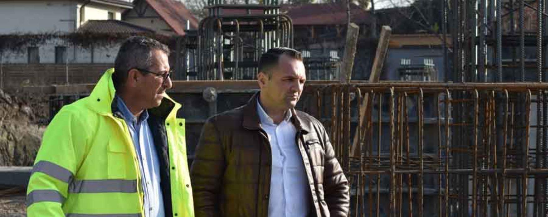 """Primarul Târgoviştei, la şantierul stadionului """"Eugen Popescu"""": Se lucrează la fundaţie"""