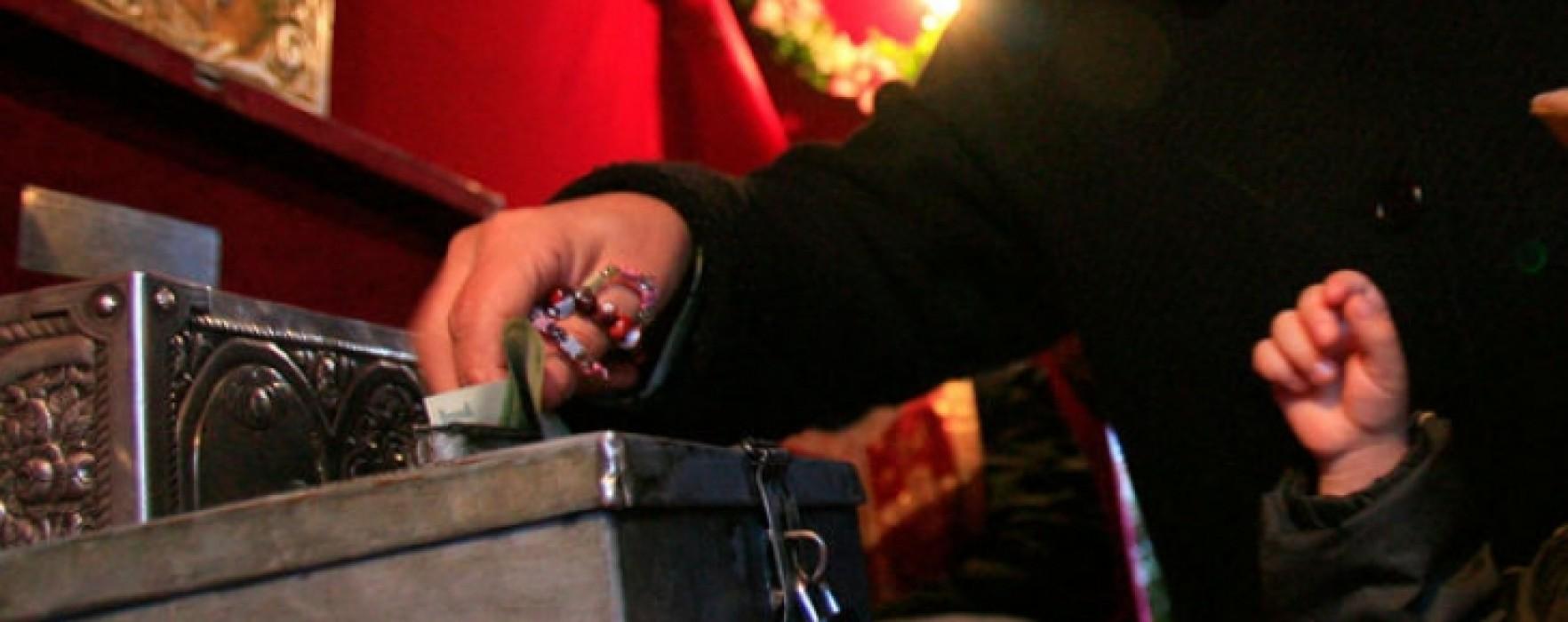 Târgovişte: Prins că a furat icoane şi bani dintr-o biserică